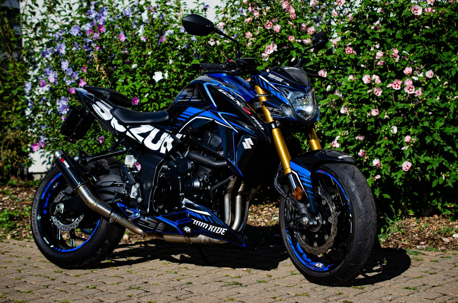 Suzuki GSX-S 750 Black and blue